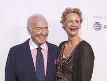 Actores británicos celebrados Christopher Plummer y Janet McTeer en la premier 2017 de película de Tribeca del ` el ` de la excep Foto de archivo