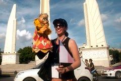 Actores que sostienen marionetas en Harmony World Puppet Carnival en Bangkok Foto de archivo libre de regalías