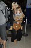 Actress Tori Spelling with daughter at LAX airport Royalty Free Stock Images