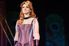 Actrice Anastasia Makeeva in muzikaal royalty-vrije stock afbeelding