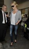 Actrice Charlize Theron à l'aéroport de LAX Image stock