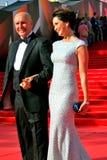 Actrice Olga Kabo avec sa pose de mari pour des photos Photo stock