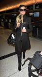 Actrice Paris Hilton à l'aéroport de LAX image libre de droits