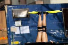 Actrice s'usant les nageoires jaunes Image libre de droits