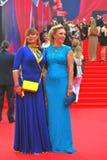 Actrices Natalia Gromushkina y Alla Dovlatova en la película de Moscú Imagen de archivo