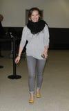 A actriz Hillary Duff do cantor é vista no aeroporto RELAXADO fotos de stock