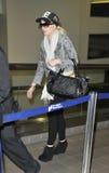 Actriz Lindsay Lohan en el aeropuerto de LAX, CA LOS E.E.U.U. Imagen de archivo