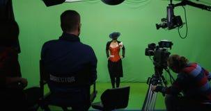 Actriz que realiza una escena almacen de metraje de vídeo