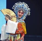 Actriz tradicional consideravelmente chinesa da ópera fotografia de stock royalty free