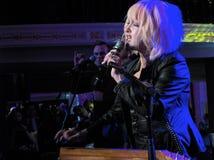 Actuación en directo de Cindy Lauper del artista de la roca en Washi Fotografía de archivo