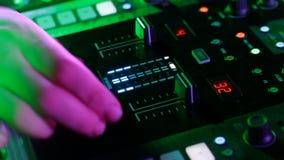Actuación en directo de DJ profesional almacen de video