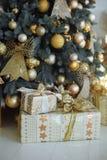 Actual árbol de navidad cercano Imágenes de archivo libres de regalías