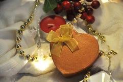 Actual caja de oro en concepto de la Navidad blanca Imagen de archivo libre de regalías