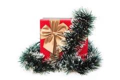 Actual caja envuelta con la decoración de la Navidad Foto de archivo