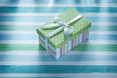Actual caja llena en concepto rayado azul de los días de fiesta de la tela Imagen de archivo