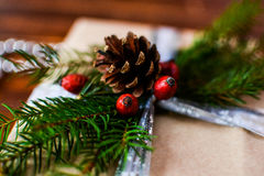 Actual caja para la decoración de la Navidad con el árbol de Navidad en de madera fotografía de archivo libre de regalías