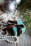 Actual cinta azul del chocolate de la caja de regalo del día de fiesta fotografía de archivo libre de regalías