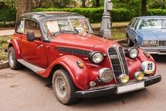 Actual coche retro en la exposición de los coches del vintage en Sokolniki en Moscú, Federación Rusa 21 de mayo de 2016 Foto de archivo