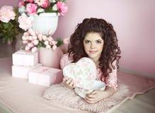 Actual del retrato de la muchacha, romántico surpri abierto adolescente joven hermoso Fotos de archivo libres de regalías