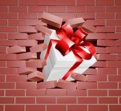 Actual fractura del regalo a través de la pared Foto de archivo