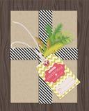 Actual paquete envuelto con la etiqueta del regalo Imagen de archivo libre de regalías