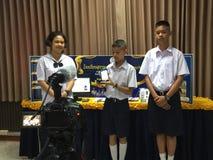 Actual proyecto de ordenador del estudiante, educación del tronco Fotos de archivo libres de regalías