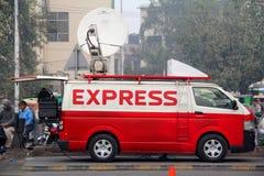 Actualités satellites de Digital d'actualités exprès recueillant DSNG Van Images stock