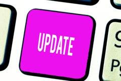 ACTUALIZACIÓN del texto de la escritura El significar del concepto actualizado hace algo una versión más reciente más moderna o m imágenes de archivo libres de regalías