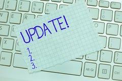 ACTUALIZACIÓN del texto de la escritura de la palabra El concepto del negocio para actualizado hace algo una versión más reciente fotografía de archivo libre de regalías