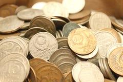 Acuña el fondo, monedas viejas a partir de diversos períodos Imágenes de archivo libres de regalías