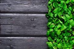 Acuñe la gavilla carbonizada en el viejo fondo de madera Foto de archivo