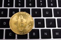 Acuñe, negocio de dinero de oro digital virtual del bitcoin fotos de archivo