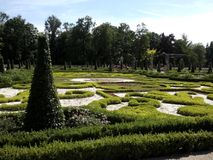 Acu ogrody w Wilanowie del 'del paÅ del 'del ³ Å del wokà de PiÄ™kne Jardines hermosos alrededor del palacio en el ³ w de Wilanà foto de archivo libre de regalías