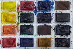 Acuarela colorida en el primer de la caja Fotos de archivo libres de regalías
