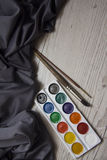 Acuarela con el fondo de seda azul Fotografía de archivo