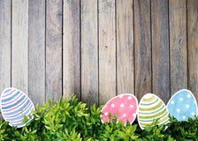 Acuarela de los huevos de Pascua en fondo Fotografía de archivo