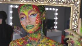 Acuarela del maquillaje del arte de la muchacha metrajes