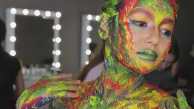 Acuarela del maquillaje del arte de la muchacha almacen de video