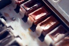 Acuarela vieja del vintage en la cual diversos colores en las cubetas imagen de archivo