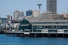 Acuario de Seattle y aguja del espacio Fotos de archivo