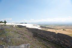 Acueducto antiguo en Pamukkale Fotos de archivo libres de regalías