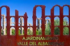 Acueducto de los米拉格罗斯(英语:神奇的渡槽)是一座被破坏的罗马渡槽桥梁,一部分的渡槽被修造对补助 免版税库存照片