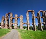 Acueducto de Los Milagros (Englisch: Wunderbarer Aquädukt) ist eine ruinierte römische Aquäduktbrücke, Teil des Aquädukts, der zu Lizenzfreie Stockfotografie