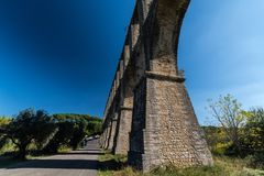 Acueducto de los Pegoes i Portugal arkivbild