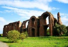 Acueducto romano antiguo Imagen de archivo libre de regalías