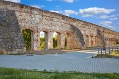 Acueducto San Lazaro in Merida Badajoz-Aquädukt Lizenzfreie Stockfotografie