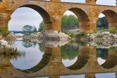 Acueducto y su reflexión fotografía de archivo libre de regalías