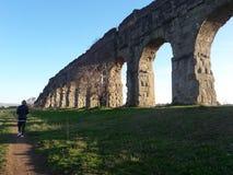 Acueductos romanos antiguos Imagen de archivo libre de regalías