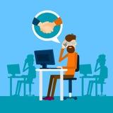 Acuerdo casual del hombre de negocios en icono del apretón de manos de la conversación de Sit In Office Speak Success del teléfon Fotografía de archivo libre de regalías