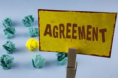 Acuerdo del texto de la escritura de la palabra El concepto del negocio para el negocio o los cierres personales hizo fácil con u foto de archivo